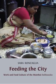 Omslagsbild för Feeding the City: Work and Food Culture of the Mumbai Dabbawalas