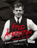 Omslagsbild för Fred Åkerström : ingenstans fri som en fågel : en biografi
